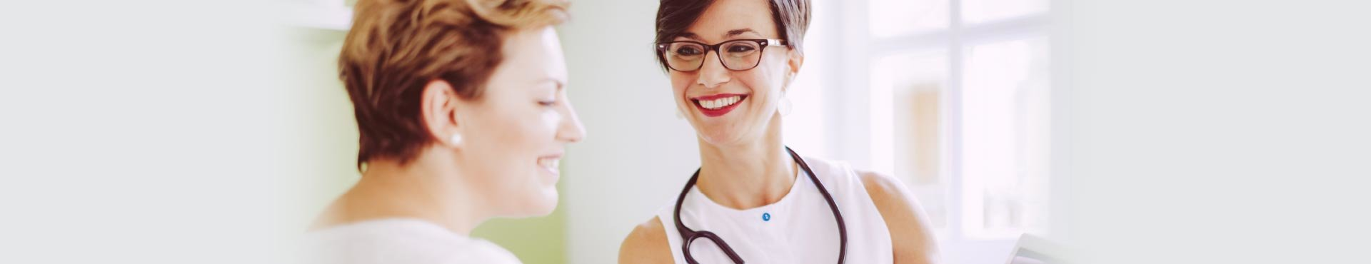 Doctor speaks with patient | Shine Lawyers