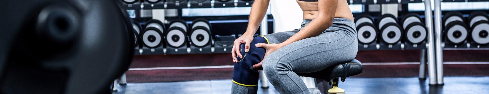 Fit woman having knee pain | Shine Lawyers