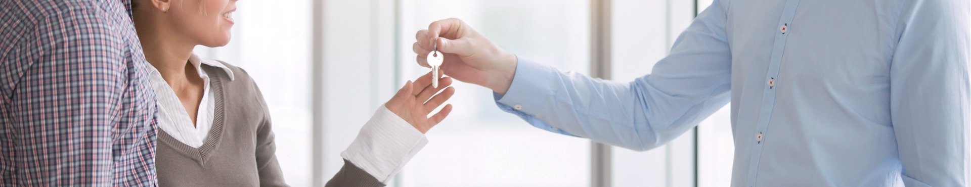 Handing over rental keys | Shine Lawyers