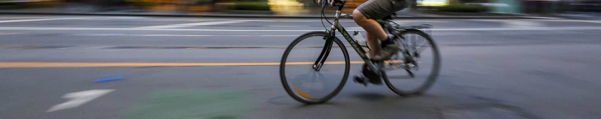 Cyclist riding in melbourne | Shine Lawyers